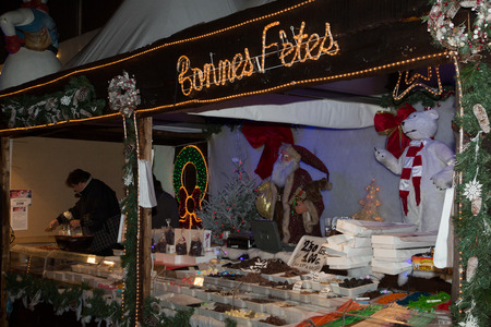 bruxelles: BRUSSELS, BELGIUM - DEC 30: The Winter Wonders event Brussels 2014 on Dec 30, 2014. The Christmas Market of Brussels with artisans and food sellers.