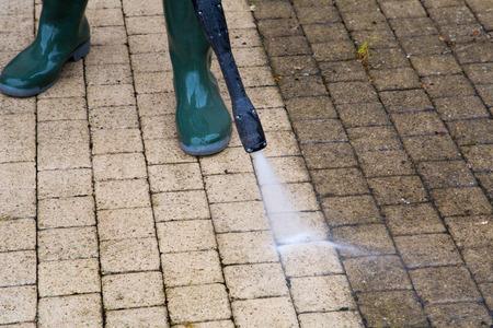 machine à laver: Nettoyage des sols en plein air avec jet d'eau à haute pression