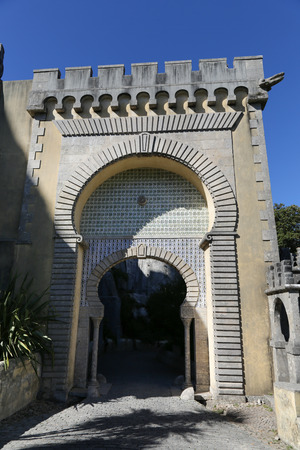arabe: El Palacio Nacional de Pena es un palacio romántico en el municipio de Sintra, Portugal.