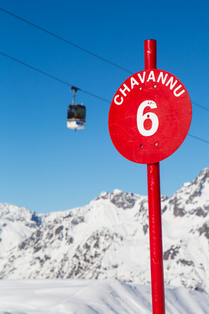 oz: A red slope sign with a ski lift in the background Stock Photo