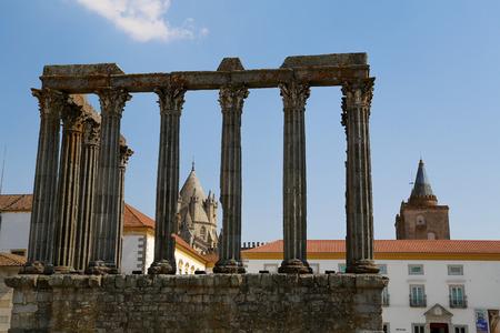 Roman temple: Templo romano en Evora, Portugal, Patrimonio de la Humanidad de la Unesco Foto de archivo