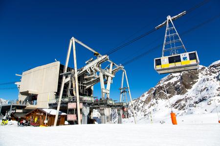 oz: The ski lift of Vaujany and Oz en Oisans Station (Grandes Rousses)