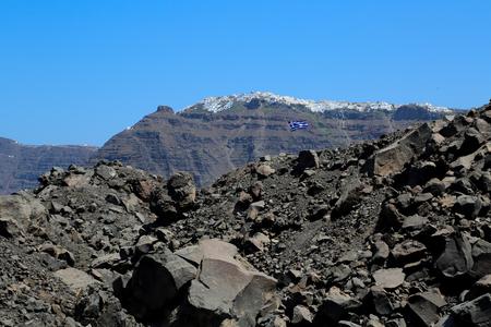 turismo ecologico: La isla volcánica de Nea Kameni en Santorini, Grecia Foto de archivo