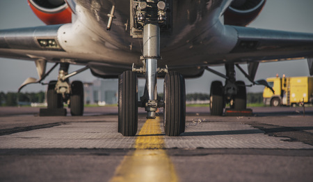 jets front nose landing gear at the airport 스톡 콘텐츠