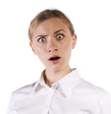 cara sorprendida: Niña sorprendida que señala en el espacio de la copia