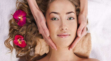 Beautiful young woman relaxed, in the spa salon Stock Photo - 13040959