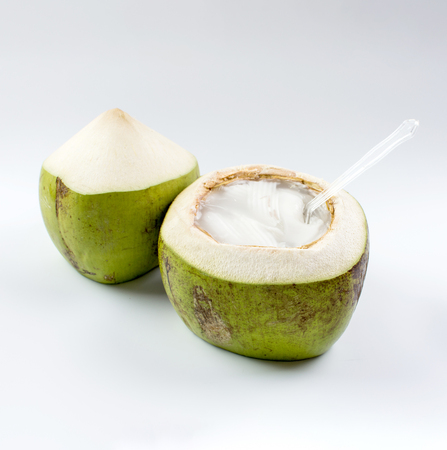 Junges Kokosgelee auf weißem Hintergrund Standard-Bild