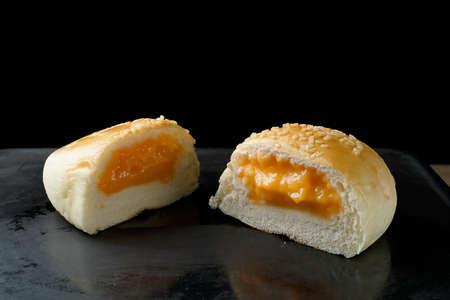 Bread custard filling Imagens