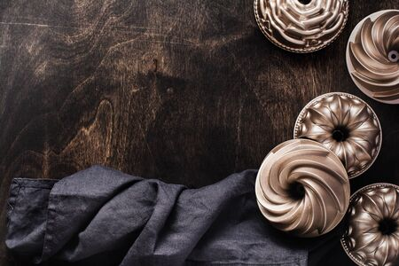 Dark brown wood texture with cotton kitchen napkin or towel and bakeware over . Abstract background.Copy space background. 写真素材