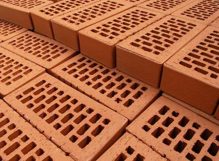 clinker: Pile di nuovi mattoni disposti sul sito