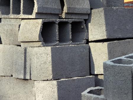 clinker: Mucchio di disposti nuovi mattoni forati sul sito