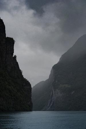 Wodospad Siedmiu Si�str na norweskiej g�rze, Geirangerfjord