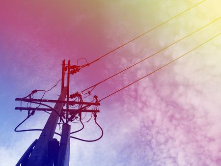 Strommast Stromleitungen Und Drähte Mit Blauer Himmel Mit Lampe ...