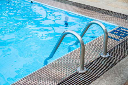 Grab bar stalen ladder in het zwembad