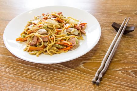 yakisoba: yakisoba, stir fried noodle with pork