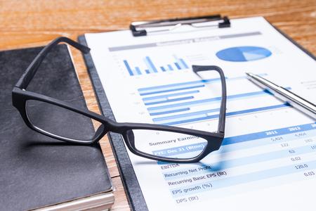 datos personales: informe de negocio en la mesa, el concepto de rendimiento empresarial