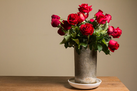 floral bouquet: bunch of red rose in baked clay vase Stock Photo