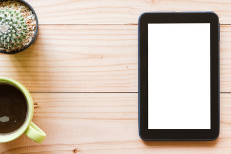 tablet computer with blank white screen on wooden background, top view Stockfoto
