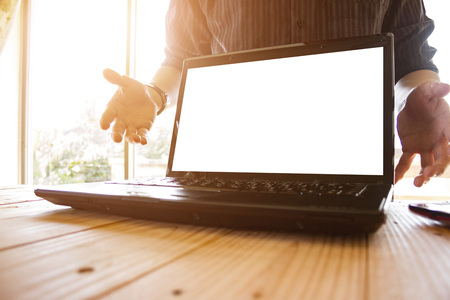 business man showing blank white laptop screen for presentation on office desk - as template for presentation Stockfoto