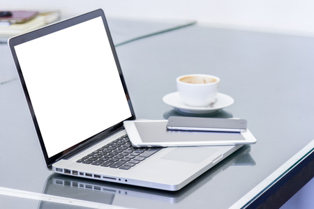 laptop computer with blank white screen and digital tablet on table in office Stockfoto