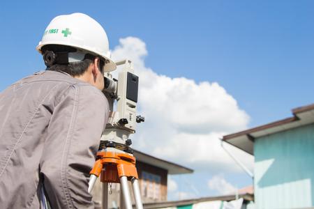Gli ingegneri sondaggio colonne di linea per la costruzione di edifici. Archivio Fotografico - 47862687