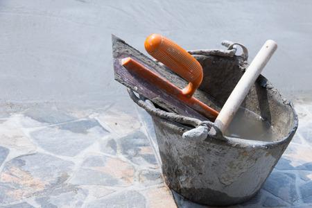 Werkzeuge verwendet in Putz oder Mauerwerk Baustellen Standard-Bild