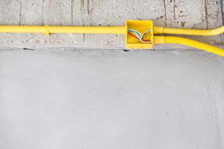 cables electricos: Tuberías y cables eléctricos en construcción