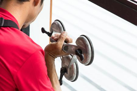 ガラス屋サイト建設はインストールするガラスを仕事します。