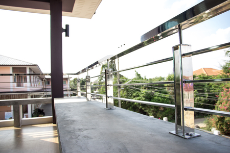 Construction home modern style aluminum rail and fall protection Fall protection stainless steel 免版税图像