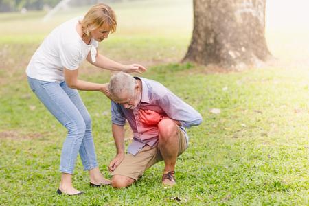 Senior men cardiac arrest heart attack in park.Severe heartache Archivio Fotografico - 96198841