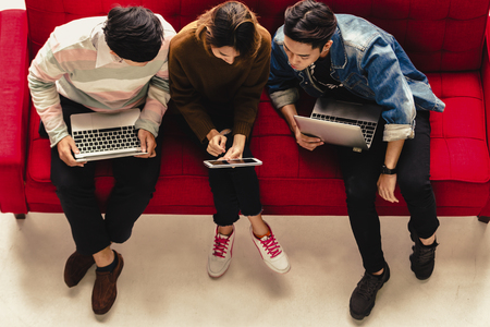Diversité asiatique People Connection Étudiants Apprentissage Éducation aux médias sociaux Banque d'images