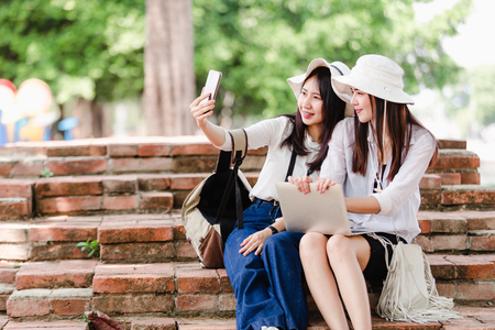 Asian young women tourists taking a selfie in city Imagens