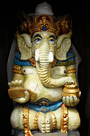 hindus: Ganesa Una de las estatuas del dios hind�