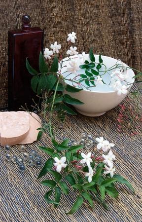 jessamine: I prodotti per l'aromaterapia con un ramo di gelsomino, sapone, rilassarsi palle.