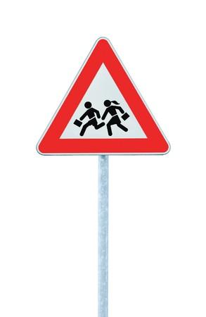 señales de transito: Escuela Europea de cruce de inicio de sesión de advertencia de roadside, aislada