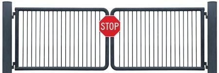 Grunge de a�os carretera degradado barrera puerta y aislado de la se�al de Stop, antiguo Rusty negro Foto de archivo