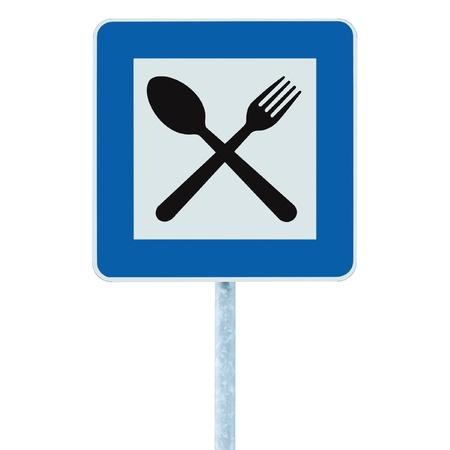 Restaurant teken op bericht paal, verkeersweg roadsign, blauwe geïsoleerde diner bar catering vork lepel bewegwijzering Stockfoto