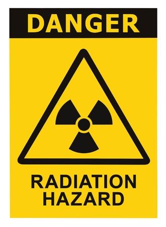 radiactividad: Peligro de radiaci�n s�mbolo de la muestra de radhaz icono de alerta de amenaza, texto en negro amarillo tri�ngulo de se�alizaci�n aisladas Foto de archivo