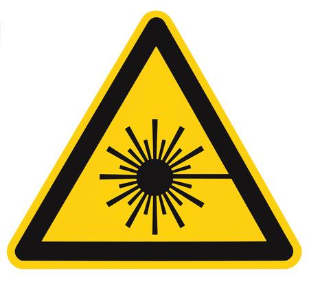 Laserstraling veiligheid gevaar gevaar waarschuwing tekst sticker teken label, high power beam pictogram signage, geïsoleerde zwarte driehoek over geel, grote macro close-up Stockfoto
