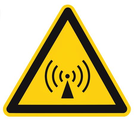 No ionizante área de seguridad peligro de radiación, advertencia de peligro señal de etiqueta adhesiva, gran icono de señalización, triángulo negro aislados en amarillo, primer macro Foto de archivo