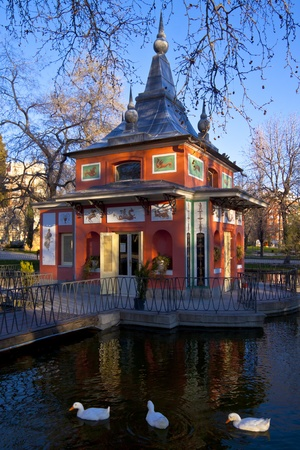 The pond in the Madrid's city park, Retiro. Stock Photo - 9145744