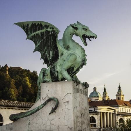 有名なドラゴン橋 (Zmajski 最も)、ヨーロッパ、スロベニアの首都リュブリャーナのシンボル。