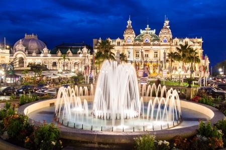 Das Monte Carlo Casino ist ein Glücksspiel und Entertainment-Komplex in Monte Carlo, Monaco, Cote de Azul, Frankreich, Europa. Es umfasst ein Casino, das Grand Thetre de Monte Carlo, und das Büro von Les Ballets de Monte Carlo. Standard-Bild - 15927687