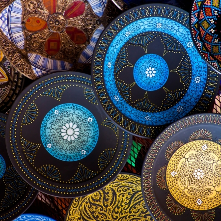 Artisanats tiré sur le marché au Maroc Banque d'images