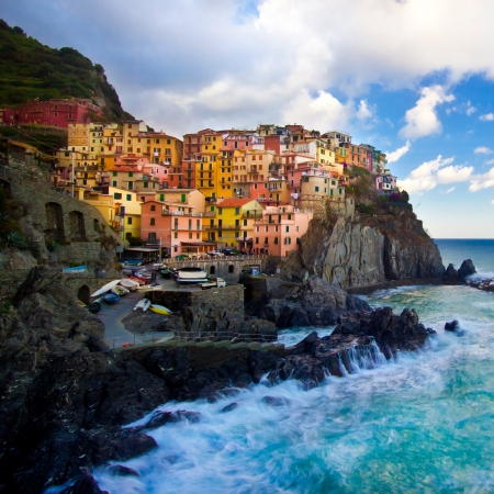 cinque: Manarola fisherman village in a dramatic windy weather. Manarola is one of five famous colorful villages of Cinque Terre (Nationa park) in Italy, suspended between sea and land on sheer cliffs upon the wild waves.