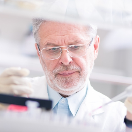 Life scientist researching in laboratory. Life sciences comprise fields of science that involve the scientific study of living organisms: microorganism, plant, animal and human cells, genes, DNA... Imagens - 25204135