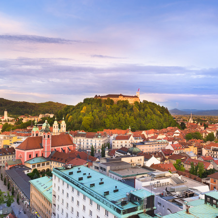 Panorama de la capital eslovena de Ljubljana al atardecer; Eslovenia, Europa. photo