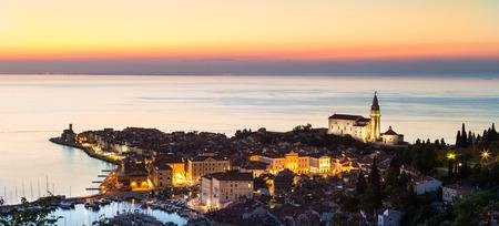 歴史の町ピランは、日没で撮影。スロベニア、ヨーロッパ。