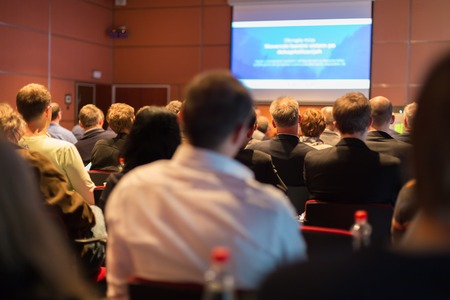 Business Conferenza e presentazione del pubblico presso la sala conferenze. Archivio Fotografico - 28259480