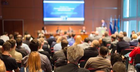 Business Conference en Presentatie Publiek bij de conferentiezaal.